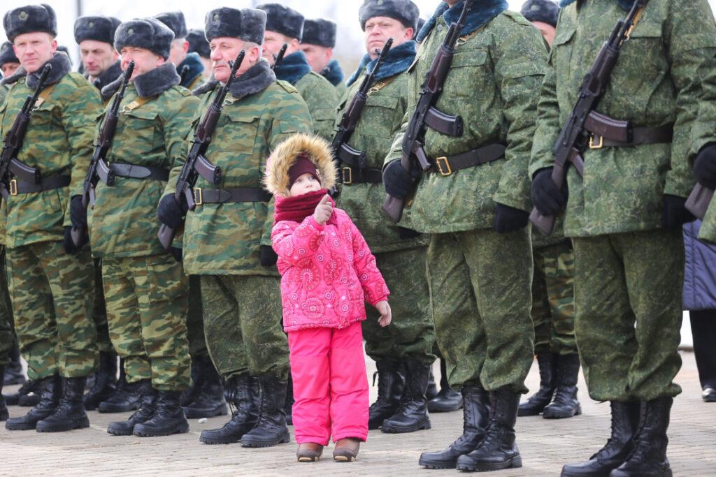Финансовые обязательства, алименты а отец в армии